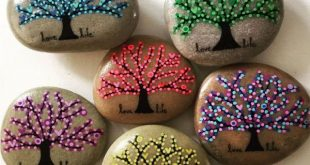 Lassen Sie sich mit gepunktetem Baum des Lebens und saisonalem Baumrockmalerei-Design inspirieren