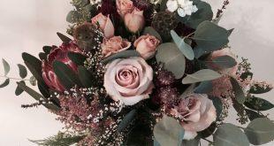 Insta: myafreyflowers Staubrosa Brautstrauß. Design von Mya Frey